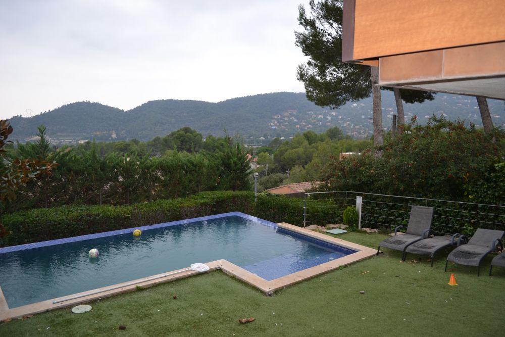 Casa seminueva con piscina en Matadepera!