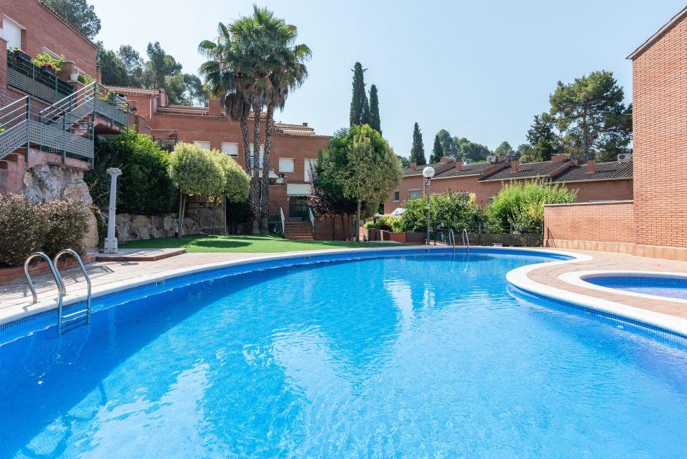 Casa adosada con piscina comunitaria! en Les Fonts Terrassa