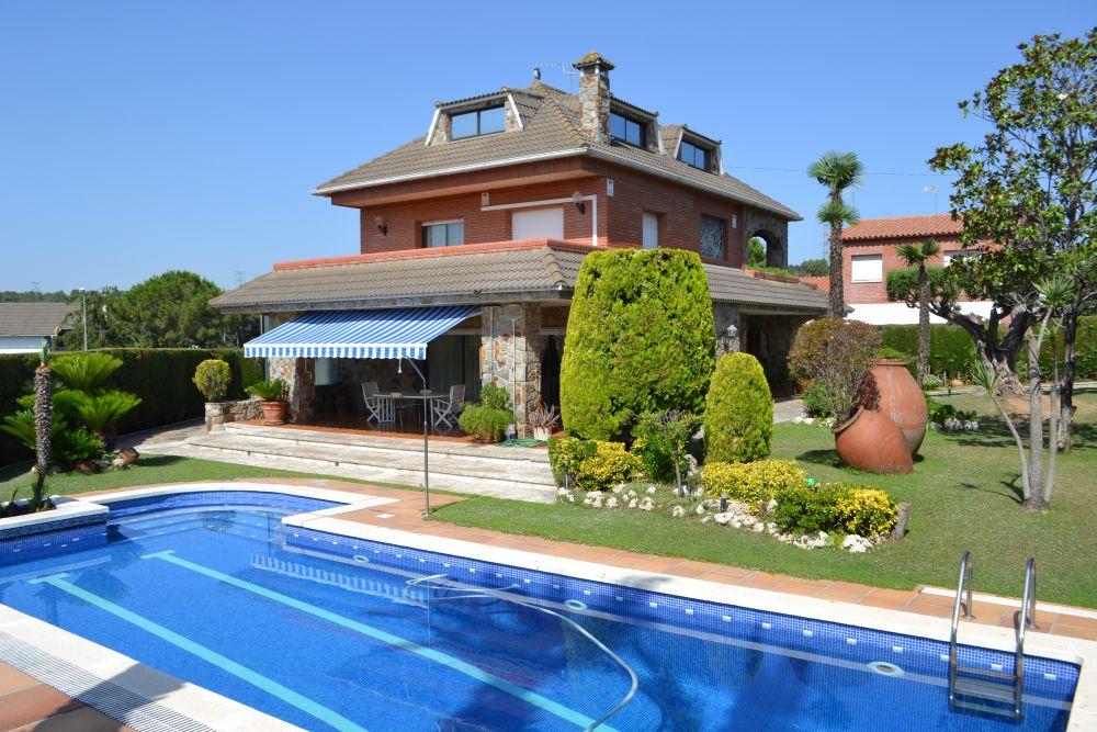 Torre espectacular amb piscina! a Can Font-Ca n'Avellaneda Castellar del Vallès