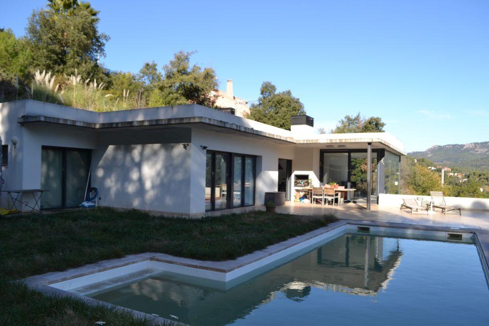 Casa semi nova en venda